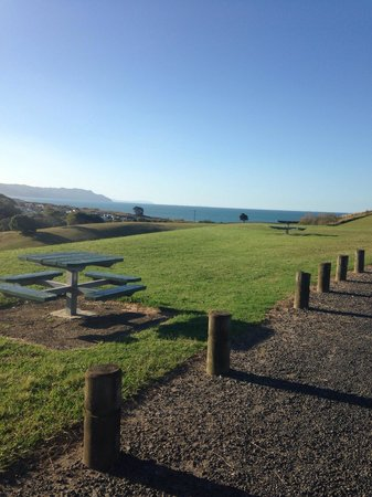 Beachaven Kiwi Holiday Park: Great views. 10 mins from camp