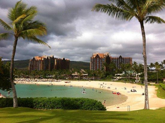 Aulani, a Disney Resort & Spa : The resort beach area