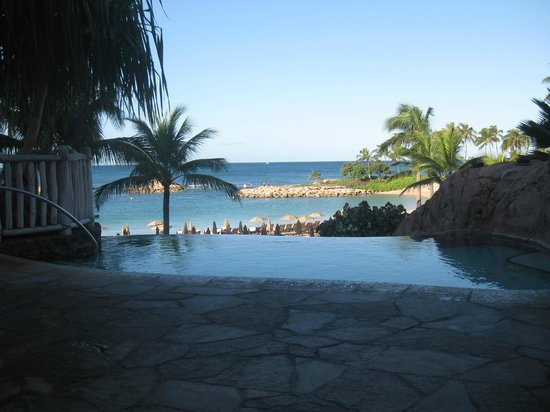 Aulani, a Disney Resort & Spa : Infinity Adult Pool (this is at 8am before everyone gets there)