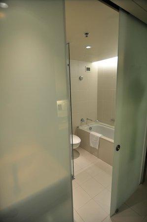 Hilton Sydney: Bathtub