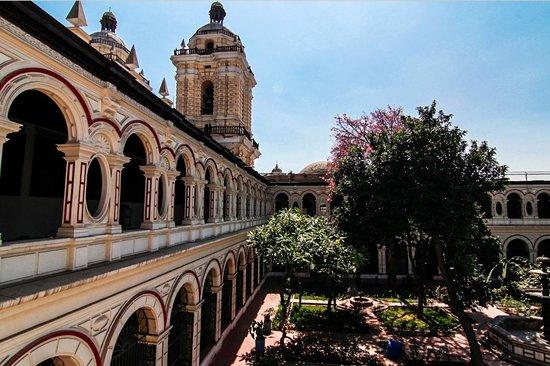 Iglesia y Convento de San Francisco : View to inside yard