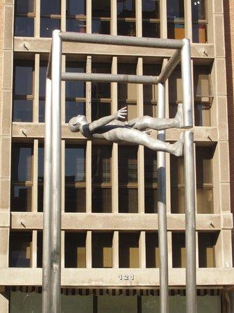 Paseo de las Esculturas: Walking Uphill