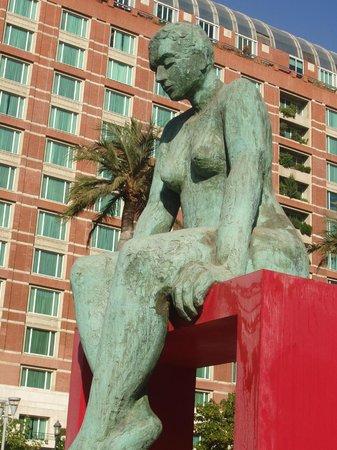 Paseo de las Esculturas: Woman Sitting Pretty