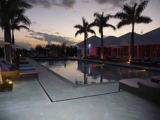 Treasure Sands Club : pool area