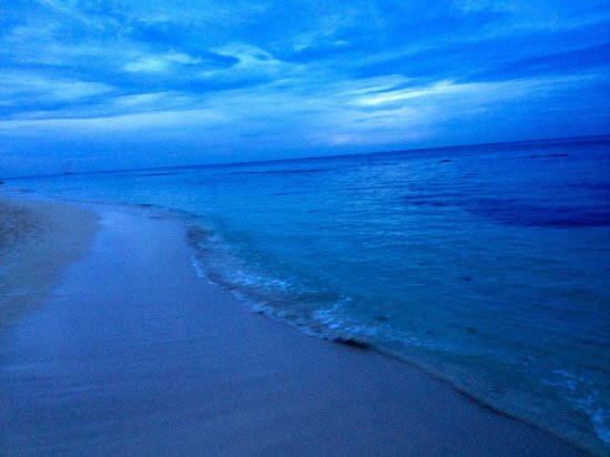 Iberostar Grand Hotel Rose Hall: Love walking on the beach at night!