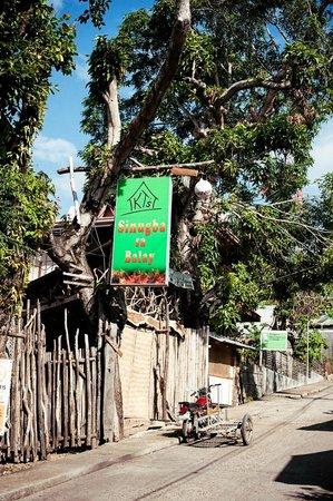 KT's Sinugba Sa Balay : The entrance to the restaurant