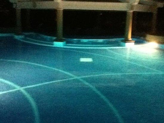 Pueblo Bonito Emerald Bay : adult pool at night