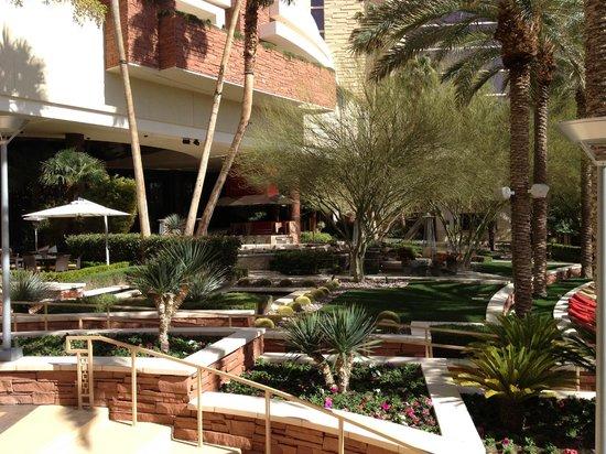 Red Rock Casino Resort & Spa: Gardens near pools