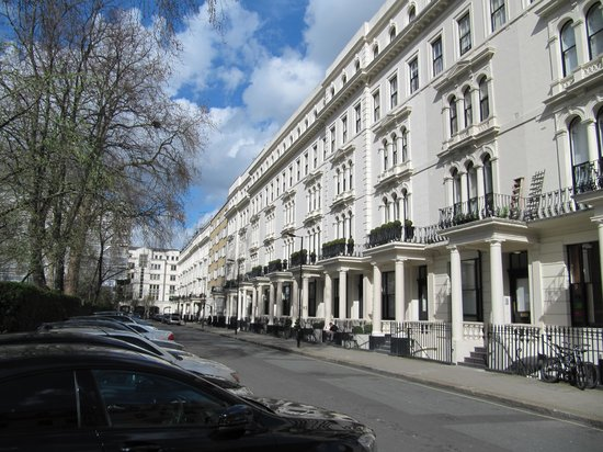 London House Hotel: London House is several doors down