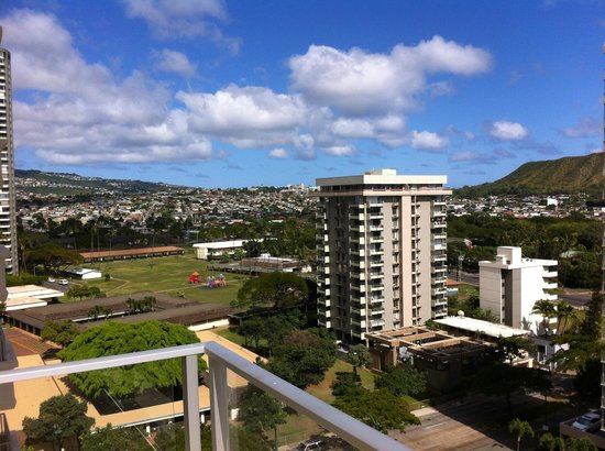 Hyatt Place Waikiki Beach: View facing back off our deck on the 11th floor