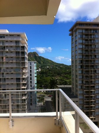Hyatt Place Waikiki Beach: View from the 11th floor looking towards diamond head