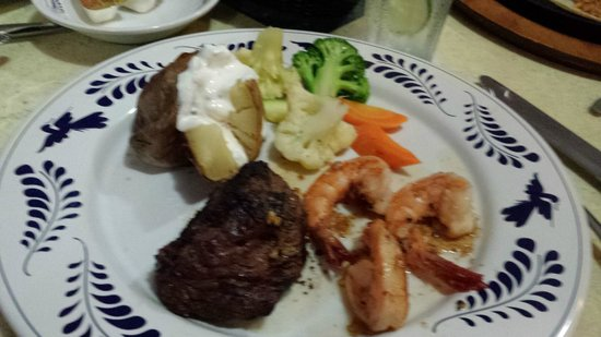 The Royal Sands Resort & Spa All Inclusive : Steak and shrimp were good, veggies were cold, and the potato was undercooked.