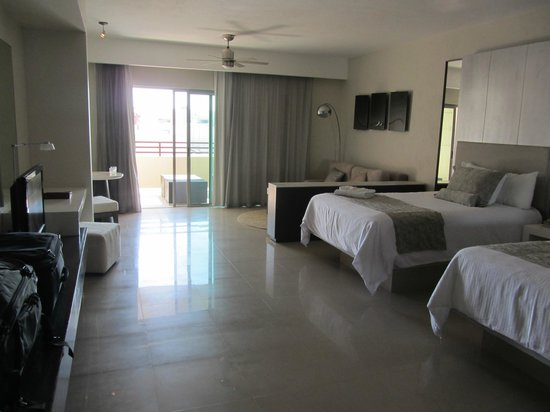 Secrets Silversands Riviera Cancun: Loved the room - nice view over looking one of the private pools