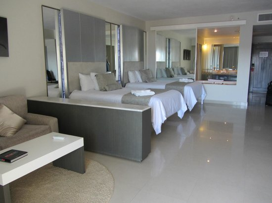 Secrets Silversands Riviera Cancun: Very large clean rooms.