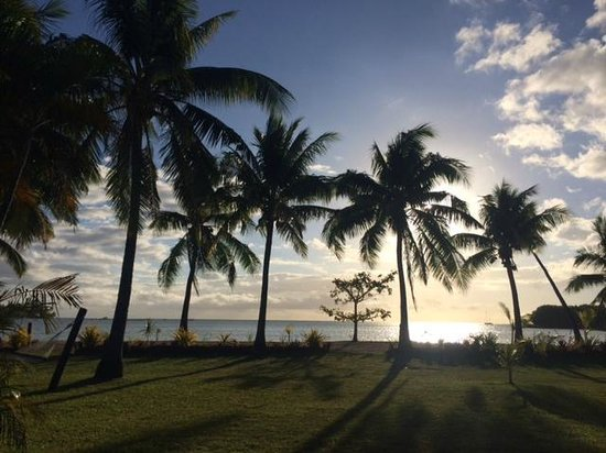 Musket Cove Island Resort : View from the lounge in front of Beach Bure 16 at Sunset