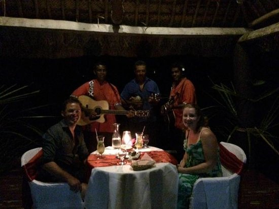 Musket Cove Island Resort : Private dining on the Pier - with a serenade :)