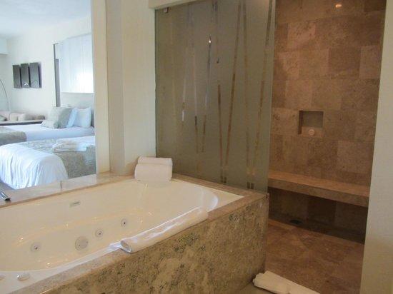 Secrets Silversands Riviera Cancun: Large rain shower and jacuzzi tub.