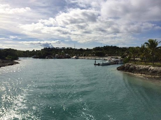 Musket Cove Island Resort : Wide view of one side of Musket cove dock from ferry
