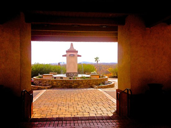 Esplendor Resort at Rio Rico: View from lobby