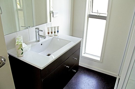 Franz Alpine Retreat: Modern, spotless bathroom