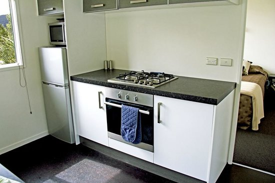 Franz Alpine Retreat: Practical full-size kitchen