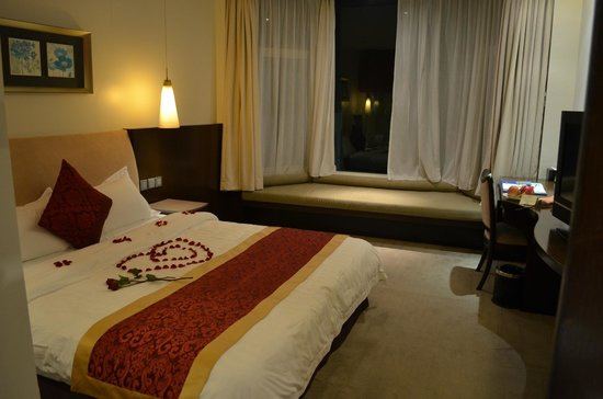 The Hanoi Club Hotel & Lake Palais Residences: Rose petal heart for Honeymoon