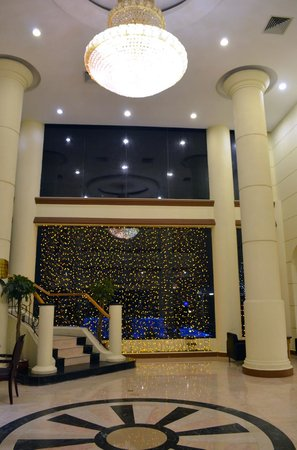 The Hanoi Club Hotel & Lake Palais Residences: Hotel Lobby