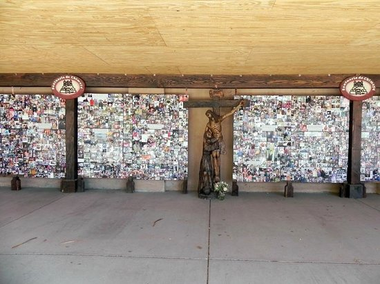 El Santuario de Chimayo : Prayer Photo Wall