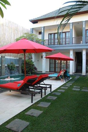 Villa Echo Beach : Pool, bottom floor bedroom, top floor bedroom