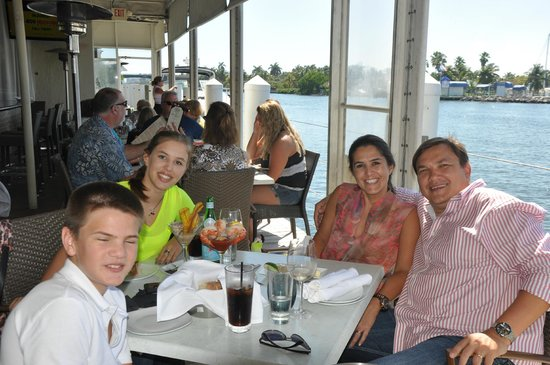 GG's Waterfront Bar and Grill : Família Manzano
