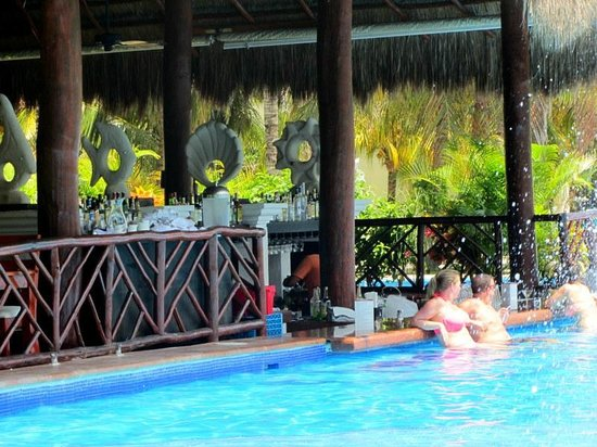 El Dorado Royale, by Karisma: Swim up bar