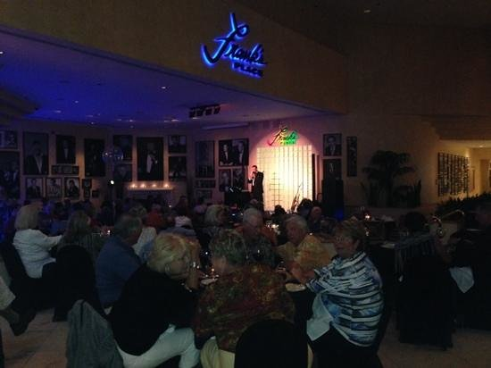 Indian Wells Resort Hotel : Saturday night show at Frank's Place Lounge inside the resort