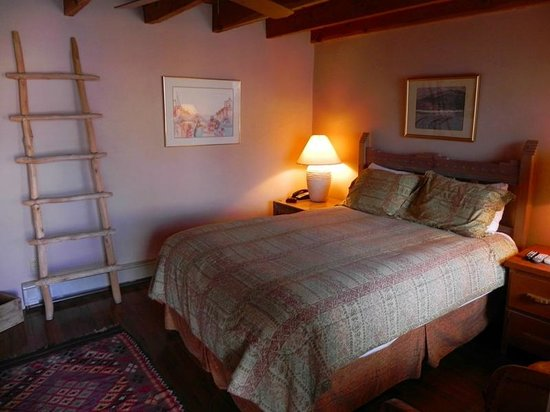 Casa Benavides Historic Inn : Taos Pueblo Room
