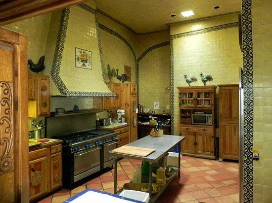 Casa Benavides Historic Inn : Kitchen