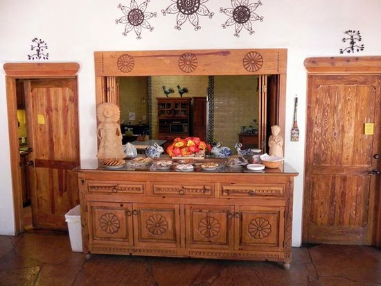 Casa Benavides Historic Inn: Buffet Breakfast/Tea Room