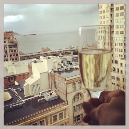 Loews Hotel 1000, Seattle : View from room with complimentary champagne in hand