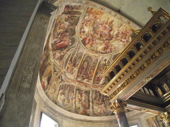 Saint-Pierre-aux-Liens (San Pietro in Vincoli) : Altar-mor com afrescos do século XVII