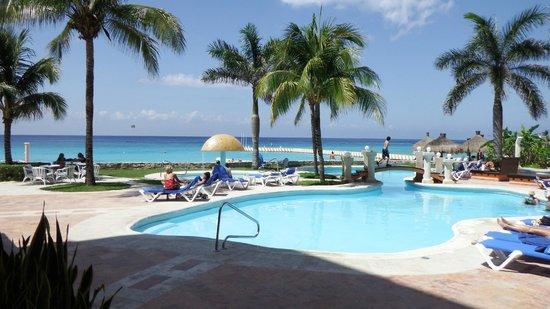 El Cozumeleño Beach Resort: Poolside