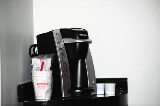 Fireside Inn & Suites: Coffee maker.