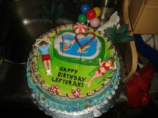 Cafe Maurakakis: Fødselsdagskage