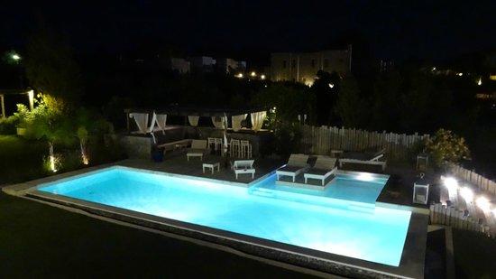 Kala Hotel Boutique: Piscina - noite