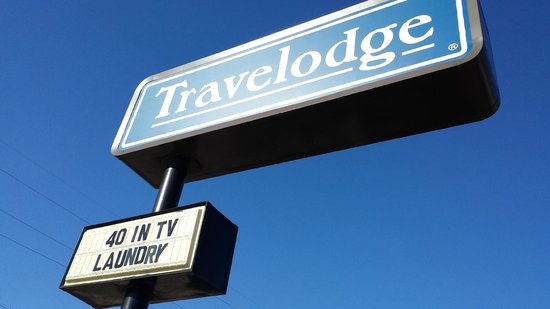 Travelodge Battle Creek: Only positives of this hotel listed on their marquee