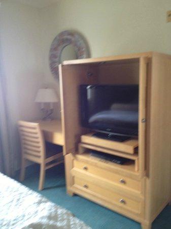 Carlsbad Seapointe Resort: Bedroom - desk, dresser, flatscreen armoire