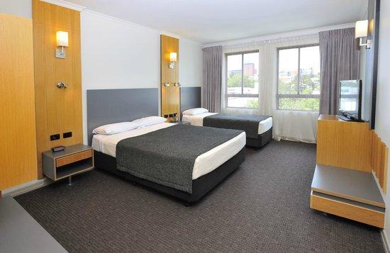Metro Hotel Ipswich International: Superior Room