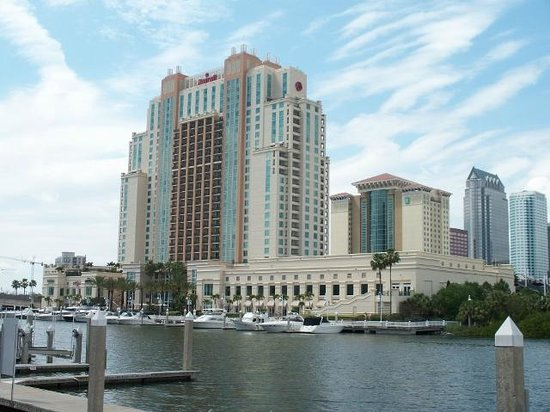 Tampa Marriott Waterside Hotel & Marina: View from across channel