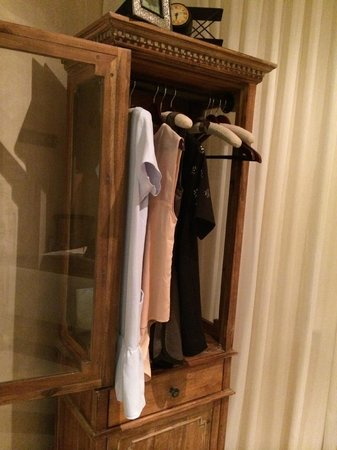 Olive Boutique Hotel : armoire space