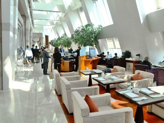 Le Royal Meridien Shanghai: Executive Club lounge 44F