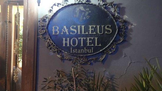 Basileus Hotel: Entrance
