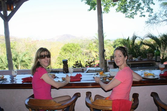 Rancho Armadillo Estate: Enjoying fresh fruits, and beautiful views at breakfast