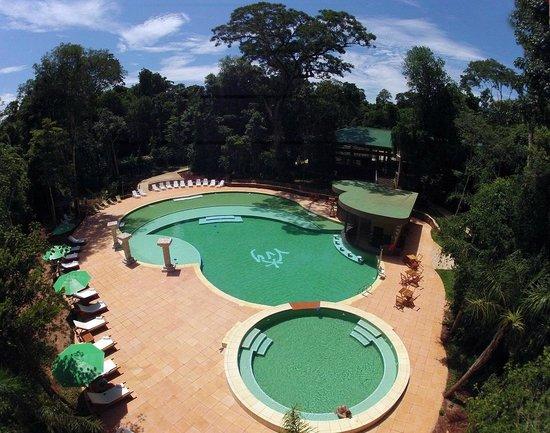 Yvy Hotel de Selva: Piscina con jacuzzi
